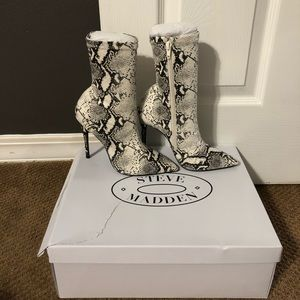 NWT - Steve Madden Daffy boots
